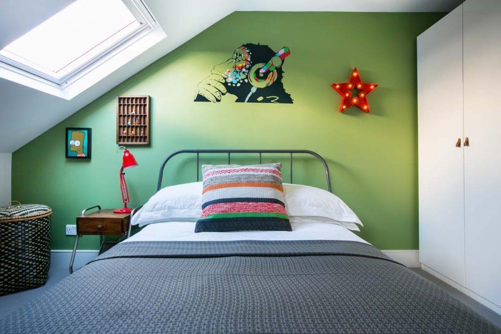 Boys bedroom Ealing in Farrow & Ball Yeabridge Green